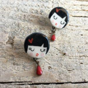 orecchini faccina Valentina e pendaglio a goccia rossa