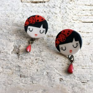 orecchini faccina Valentina con fascia e pendaglio a goccia rossa