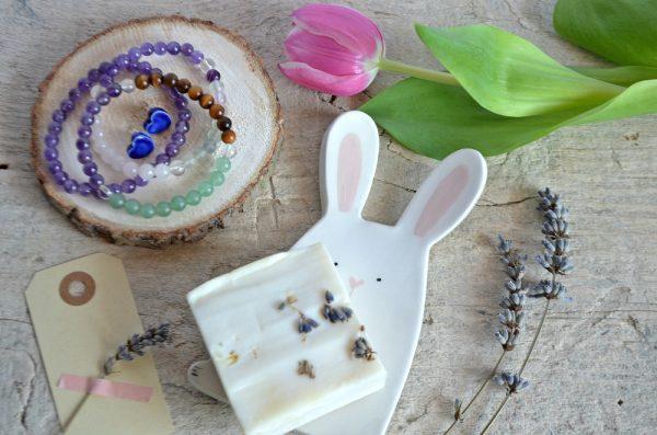 un piattino coniglio usato come porta sapone