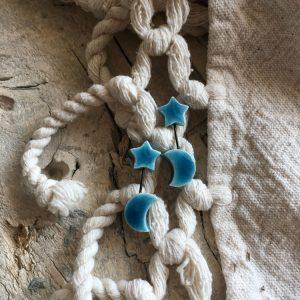 orecchini pendenti rigidi asimmetrici