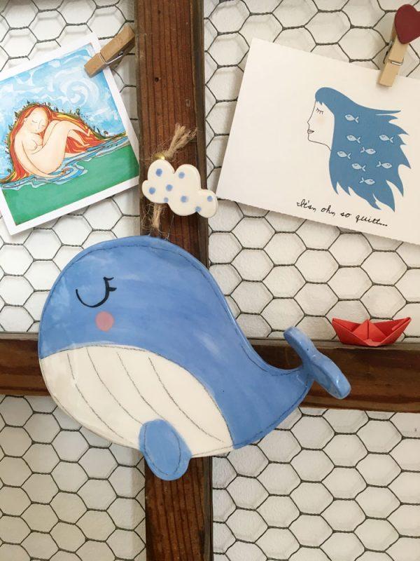 decorazione da parete poggiamestolo balena con nuvola appesa