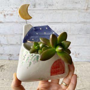 vaso da parete casetta con tetto blu e luna