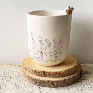 tazza con ape con motivi lavanda
